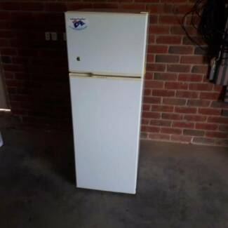 Fridge Freezer Kelvinator 220 Liter