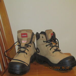 Size 9 - Mens steel toed Work Boots (New)