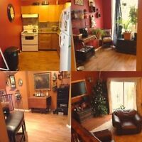 Room for rent in beautiful townhouse North oshawa