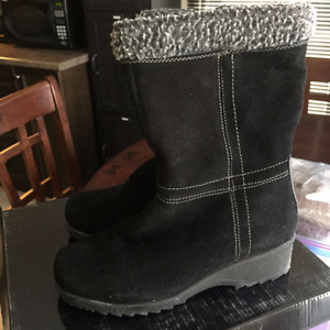Winter Boots New in box $ 25