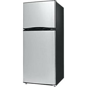 Whirlpool 11.1 cubic foot Fridges at blowout prices!