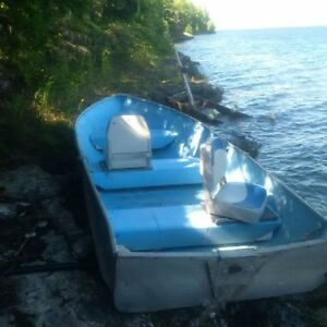 14ft Fishing Boat with 2 swivel seats - excellent condition