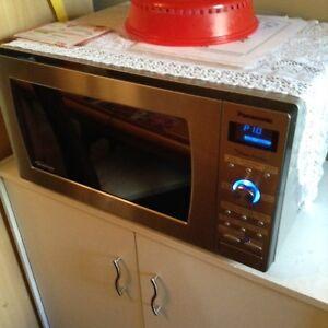 mirco-ondes à hotte panassonic  intégrée. La capacité
