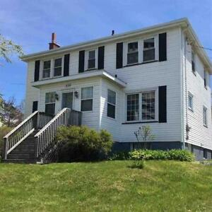 A GEM OF A HOME!! CENTRALLY LOCATED TO DOWNTOWN!!