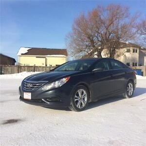 2011 Hyundai Sonata GL Sedan *Heated Cloth Seats, Bluetooth*