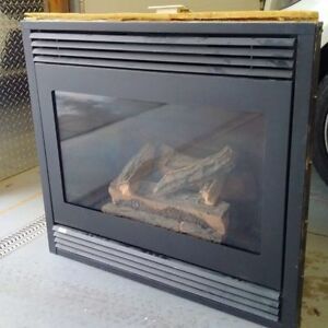 NEW DIRECT VENT GAS FIREPLACE IN BOX