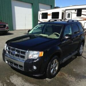 2010 Ford Escape LIMITED SUPER LOW MILEAGE,BEST DEAL ONLINE,