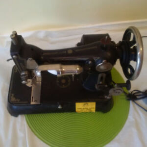 ANTIQUE TABLE TOP SEWING MACHINE*