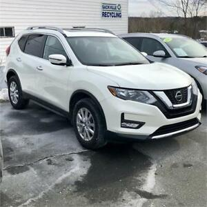 2018 Nissan Rogue SV AWD with/heated seats/backup cam/pano roof