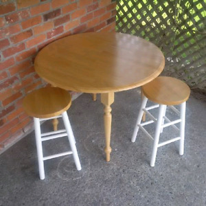 Dinette with 2 stools