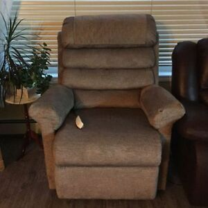 Pride mobility large recliner lift chair - great for seniors!