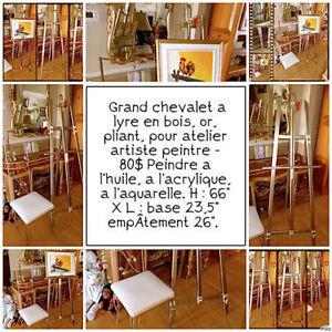 Grand chevalet à lyre, or,  artiste-peintre prêt pour expo 80$