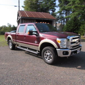 2012 Ford F-250 Super Duty Lariat Pickup Truck
