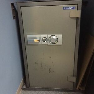 Full Size Dia SAFE - MUST GO BY NOV 30  ANY OFFERS ACCEPTED
