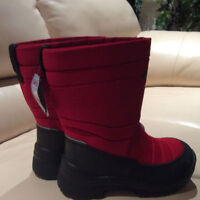 NEW Winter boots Kuoma - size 1US (32EU)
