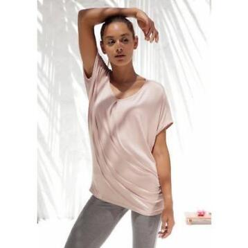 LASCANA Yoga shirt in oversized model
