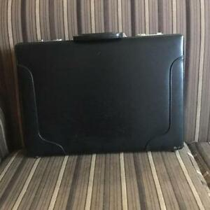 BLACK LEATHER BRIEFCASE / MALLETTE EN CUIR NOIR