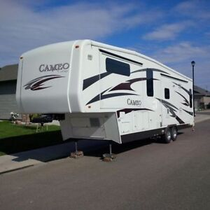 2010 Cameo 35SB3 35' FIFTH WHEEL / OUTDOOR TELEVISION / LIKE NEW