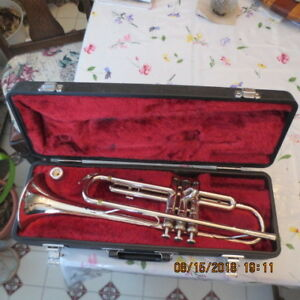 For Sale: Yamaha student silver trumpet YTR1310