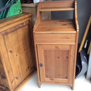 Unique se très beau bureau en bois massif de qualité Antique.