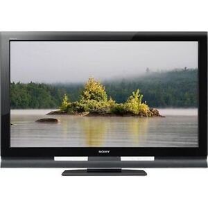 LIKE NEW 52 INCH SONY TV BRAVA LCD FULL 1080P WITH REMOTE