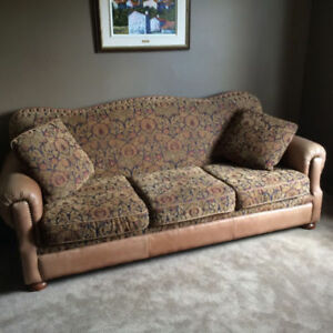 Ensemble de sofas (2 et 3 places) - $650
