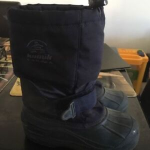 Kamik boy snow boots size 2. AVAILABLE