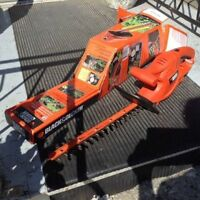 """16"""" Black and Decker Dual Action Hedge Trimmer TR116 (used once)"""