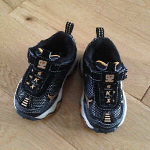 BABY SHOES SKECHERS SIZE 4 - NEW