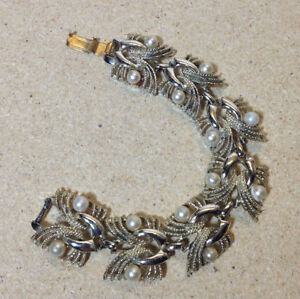 Vintage Coro Pegasus faux pearl bracelet