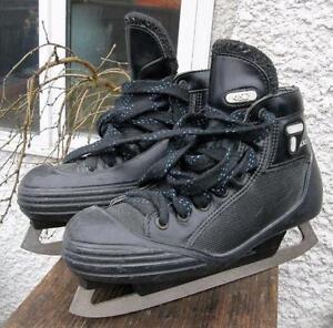 Boys CCM TACKS 452 Ice Goalie Skates Size 5 1/2 5.5 VGC