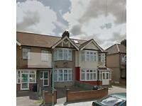 4 bedroom house in Aldborough Road South, Seven Kings, IG3