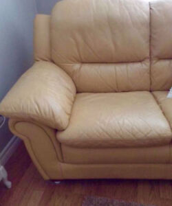 LOOKING FOR A LEATHER CHAIR