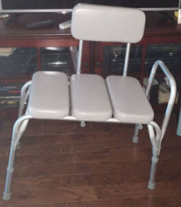 medical transfer seat for bathtub - great condition.