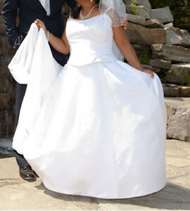 BRAND NEW ELEGANT BRIDE'S WEDDING DRESS AND ACCESSORIES FOR SALE