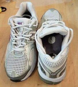 Nike Air Zoom Vomero 2+ running shoes — like new, barely worn