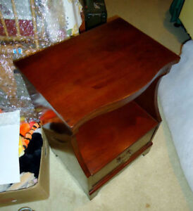 NIGHT TABLE FRENCH  PROV., PAIR VINTAGE, SHAKER, DESIGNER WICKER West Island Greater Montréal image 3
