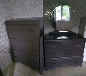 Deux commodes anciennes en bois