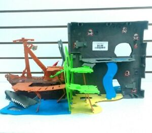 (225) Fisher Price Little People Pirate Island $6 each
