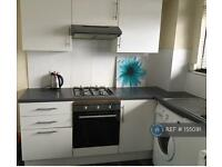 3 bedroom flat in Holland Court, London, E17 (3 bed)