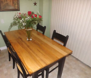 Beautiful Harvest Table with 4 Chairs Peterborough Peterborough Area image 2