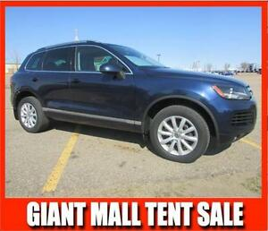 2013 VW Touareg 3.6L 4Motion LUXURY SUV *LEATHER-SUNROOF*