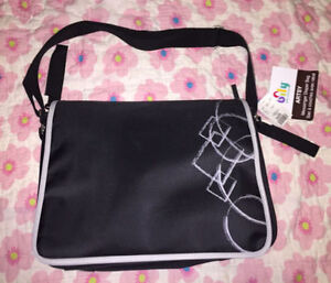Brand new with tag messanger diaper bag