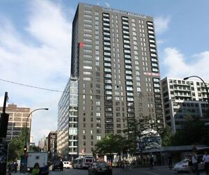 *Luxurious, Bright 3 1/2 condo next to place des arts, downtown
