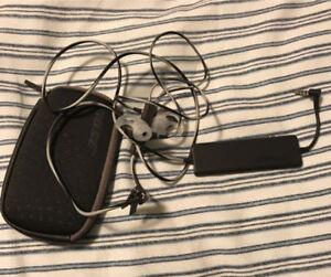 LIKE NEW BOSE QC20 IN EAR NOISE CANCELLING HEADPHONES