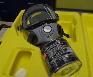 Masque a gaz avec bonbonne de filtration Willson TC14G127