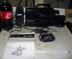 1980's vhs SHARP l250 VHS CamCorder Video Camera and case