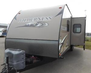 Wilderness 2875 BH - LIKE NEW - ISLAND KITCHEN AND BUNKS