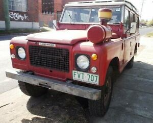 1982 Land Rover 3.9 (4x4) Red 4 Speed Manual 4x4 Wagon Melbourne CBD Melbourne City Preview