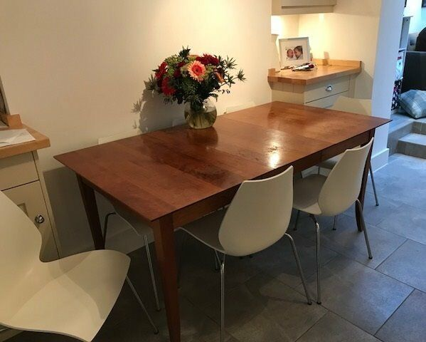 Lovely cherry wood dining table and 4 matching chairs